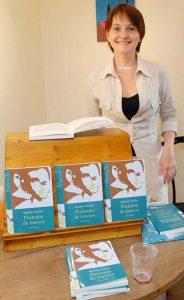 Séance de dédicace-recueil-de-nouvelles-portraits-de-travers-paru aux editions-Amalthee-segolene-chailley