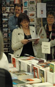 Séance-de dédicace-livre-La-Fabrique-des-histoires-de-Segolene-Chailley-à-la-Libraire-Vivement-Dimanche-à-la-Croix-Rousse,-Lyon